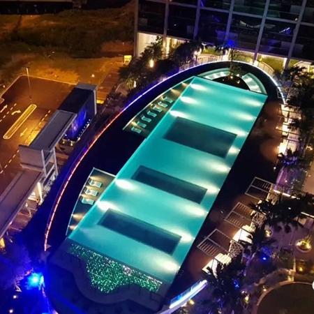 亚克力空中透明游泳池