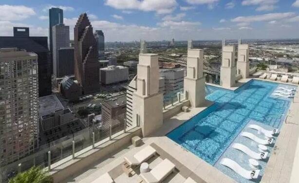 40层楼透明游泳池,你敢去游吗?深圳市他拍档科技有限公司