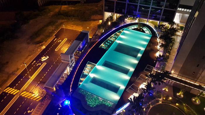 马来西亚吉隆坡凌云阁空中泳池480万建成一